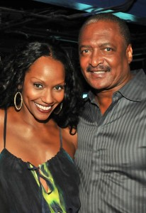 gena-avery-mathew-knowles-206x300
