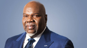 Bishop-TD-Jakes-formal-blue-Facebook